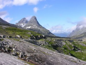 Norway-road-in-mountains